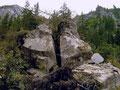 Welche Kraft hat zur spaltung dieses großen Granitblocks geführt