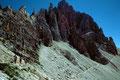 Der Steig unter den Felsen und Türmen des Paternkofels