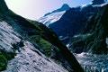 In den glatten, abschüssigen Fels gehauene Wegpassage zur Glecksteinhütte