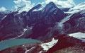 Blick vom Kl. Grießkogel auf Aufstiegsweg durch Schnee und auf  Stausee Mooserboder