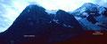Düster und bedrohlich wirkt die Eiger-Nordwand im Gegenlicht vom Weg Kl. Scheidegg - Station Eigergletscher
