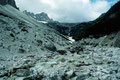 Die Schuttfelder vom Einserkofel reichen bis in den Talgrund herab