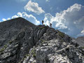 """Bergwanderer vor der """"Schlüsselstelle"""" am Hans Rubenzucker Steig"""