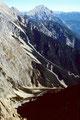 Steilgelände der Wankspitze nach Nordosten. Von dort unten kommt ein Klettersteig herauf.