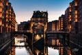 Speicherstadt - Hamburg - Blaue Stunde - Dedic Fotografie - Architekturfotografie - Citywalk
