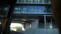 L'anneau de vitesse passe sous le bâtiment principal du campus