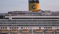 HLM flottant dans la lagune de Venise passant devant la place st-Marc
