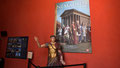 Entrée de la Maison Carrée à Nîmes - Film sur Nemausus