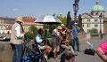 à Pragues, sur le pont Charles