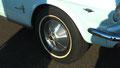 Écrou de roue et pneu flanc blanc, une autre époque