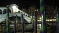 à Venise au pied du Ponte Rialto