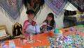 Cultures du monde à Gannat. Atelier rafia avec une jeune russe