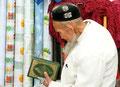 Uigurischer Greis auf dem Weg zur Moschee