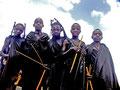 ganz junge massaiische Möchtegernkrieger