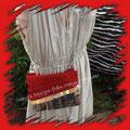 Dos tonos - detalles de lentejuelas grandes - porta llaves, bolsillos y cremallera en la parte superior - Precio $25 - Disponible