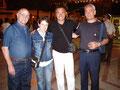 """16 agosto 2009 - Mottola ( TA ), rassegna artistica """" Galleria sotto le stelle """". Nella foto, da sinstra: Nicola Giudetti, Cinzia Raffo, Vincenzo Santoro, Ruggero Di Giorgio."""