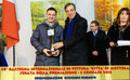 """5 gennaio 2015 - Mottola ( Ta ). Serata di chiusura della 49^ Rassegna Internazionale di Pittura Città di Mottola """" Artisti a confronto """". Il premio mi viene consegnato dal dottor Alfredo Cervellera. ( foto P. Cardetta )"""