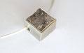 Turmalinquarz mit einer gebrochenen Kante, dadurch Verstärkung der Lebendigkeit des Steines, 925er Silberfassung, Ø: 1,5 x 1,5 cm