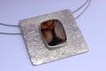 Explodierender Vulkan, Achat auf geschlagener 925er Silberscheibe, Ø: 5,5 x 5,5 cm