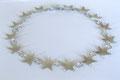 Sternenreigen; handausgesägte und geschmiedete Sterne mit Ringen und Ösen miteinander verbunden, 925er Silber, L.: 47 cm