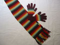 Modell. SSet210 -  Regenbogenschal & -handschuhe im Set