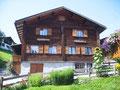 Ferienhaus Cresta im Sommer