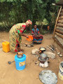 gekocht wird neben dem Haus in Bunju/Dar es Salaam