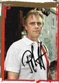 Ich suche folgende Autogrammkarte mit Orginalunterschrift: Peter Ott: Variante 1: Rückseite: www.republikfussball.org unten mittig; Saison 2009/10; Siehe Bild