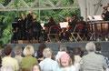 Parc Floral 2007 En septembre 2007, soutenu par Madame Irina Chostakovitch et le festival Classique au Vert, Pierre LÉNERT interprète en création française le Concerto n°1 de Dimitri Chostakovitch pour violoncelle dans la transcription de Yuri Tkanov acco