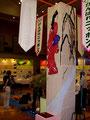 某展示会風景、「がんばれ、ニッポン」て書いてあります。オリンピックだったようです。