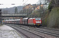 AK 189 045 (im Regen) mit GM 62841 Dillingen Hochofen Hütte - Karlsruhe Rheinbrücke Raffinerien am 05.02.14 am Haltepunkt Jägersfreude / Ausfahrt  Saarbrücken Rbf (Sdl. leere Fal , im Lastlauf beladen mit Petrolkoks)