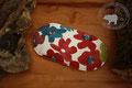 Traubenkernkissen Schiefer | längliche Form | Farbe: verschiedene Blautöne, Weiss, Rot, Bordorot
