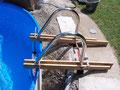 Aufbauteil: Leiter mit Kippgelenk vor dem Einbetonieren.