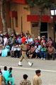 die Arme geschwungen wie in alten Filmen - Grenzschliessungszeremonie (Amritsar)