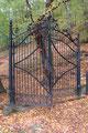 Altes schmiedeeisernes Tor am Friedhof von Wiederstein (Foto: E. Klein)