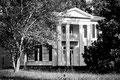 """Maison Compson : """"A travers la barrière, entre les vrilles des fleurs...Extrait de """"Le bruit et la fureur"""" de W. Faulkner."""