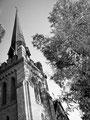 """St. Peter's Episcopal Church : """"Et maintenant il pouvait voir, au-dessus des arbres...la croix dorée de l'église épiscopale..."""" Extrait de """"Sartoris"""" de W. Faulkner."""