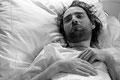 Wieder einmal ist Robert mit einem akuten Krankheitsschub ins Krankenhaus eingeliefert worden. Er wird es nur noch ein einziges Mal verlassen...
