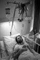 Krankenhaus\Seuchenstation\Isolierzimmer. Robert hängt am Tropf...