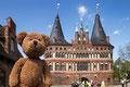 Kleiner Szenenwechsel: Weltkulturerbe hab ich mir hier in Lübeck angeschaut: Das Holstentor.