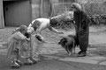 roberts 36. geburtstag. er verbringt ihn zusammen mit den kindern und seiner frau. auf einem bauernhof scheint das familienglück perfekt...