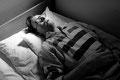 Robert hat einen Platz im Hospiz bekommen, wo sich sein Zustand durch liebevolle Zuwendung der Betreuer wieder stabilisiert. Er hegt wieder Träume von einem letzten Urlaub mit Sonne, Strand, Meer...