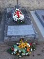 En fin de journée, les membres de la famille de Jacques Bauche, du conseil municipal et de la Délégation de la FFL ont apporté les deux gerbes à la tombe de Jacques et Yolande Bauche