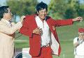 16歳のハニカミ王子優勝、赤いジャケット