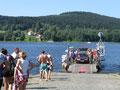 Überfahrt mit der Fähre vom Schwimmstart zur ersten Wechselzone