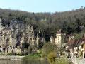 La Roque-Gageac: vue générale sur le village appuyé à la falaise