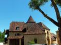 Gourdon: jolie maison typique sur la Place des Marronniers