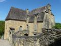 Beynac: maison typique à toit de lauzes