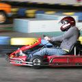 """Wer die Formel1 für """"im Kreis fahren"""" hält, ist bei GoKart vermutlich nicht so gut aufgehoben. Alle anderen werden den Adrenalin-Kick lieben, wenn sie um die Kurven heizen und die Geschwindigkeit spüren."""