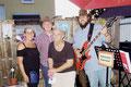 Brigitte Sommer-Lolei vom Cafe Schwarz, Anton Fröhlich und ALFRED und ROMAN bei der Buchpräsentation in Stockerau